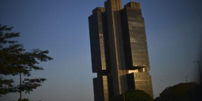 Membros do Copom questionam a permanência da Selic em mínima histórica
