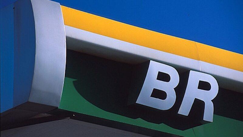 Bolsonaro diz que 'alguma coisa vai acontecer na Petrobras (PETR4)'