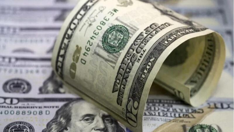 Dólar fecha em queda com arrefecimento da aversão ao risco
