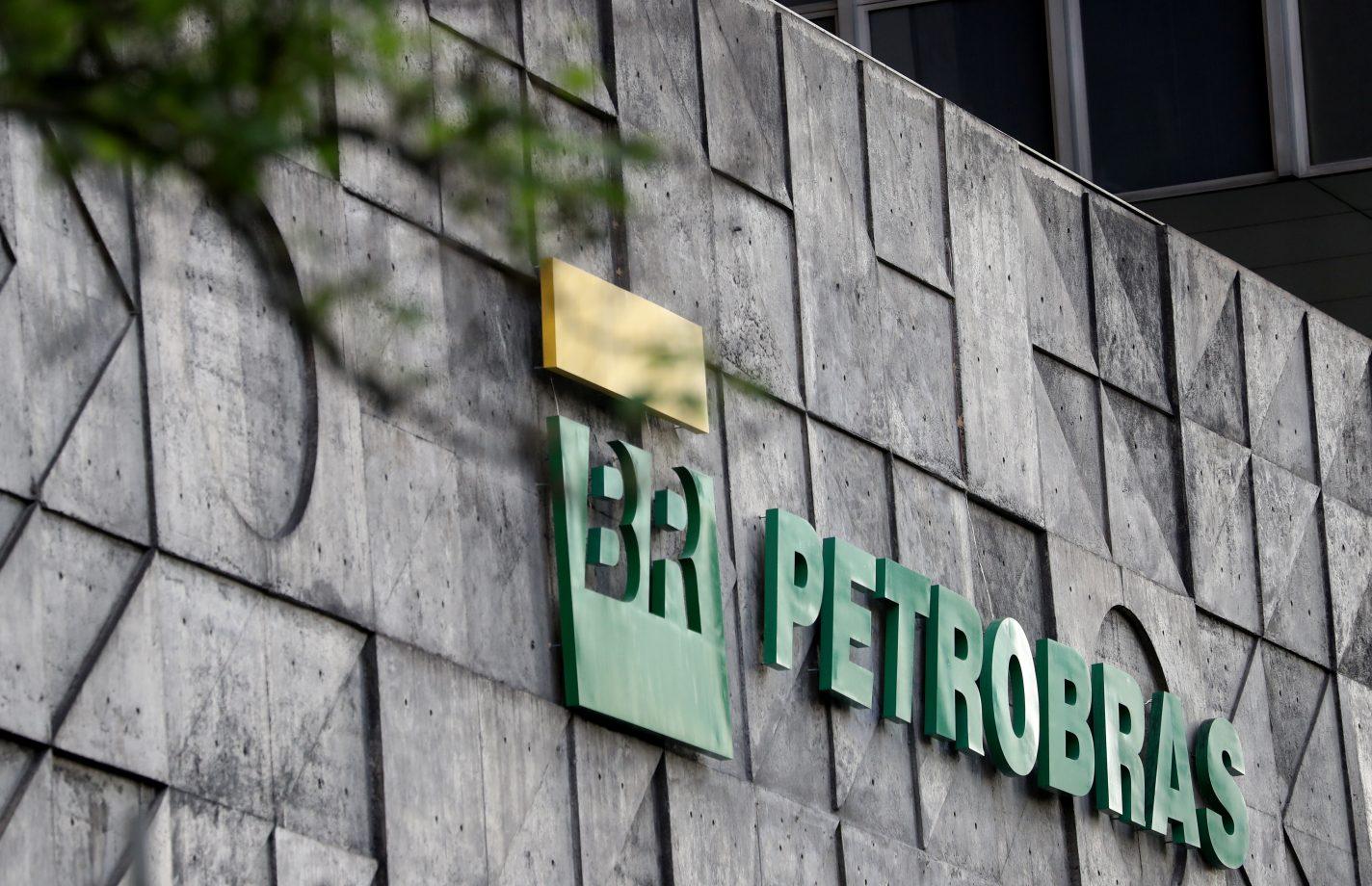 Petrobras (PETR4) aprova venda da refinaria RLAM por US$ 1,65 bi