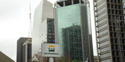 Petrobras (PETR4) marca AGE para trocar presidente e reafirma política de preços