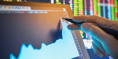 Fintechs se beneficiam com marco legal do dólar, mas 'serviço' levanta dúvidas