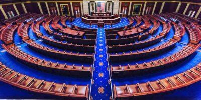 Câmara dos EUA aprova pacote de estímulos de Joe Biden; texto segue para o Senado