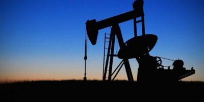 Petróleo dispara após reunião da Opep+; Brent se aproxima de US$ 70