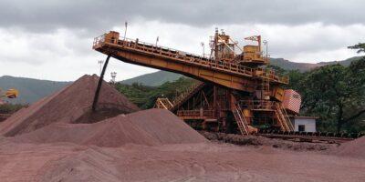 Minério de ferro despenca após alerta da China sobre especulação excessiva
