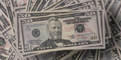 Dólar despenca 1,5%, a R$ 5,07, com PIB acima do esperado