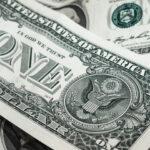 Dólar opera em alta de 0,7%, negociado a R$ 5,71