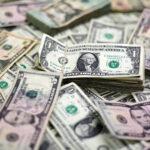 Dólar tem leve queda de 0,09%, negociado a R$ 5,66