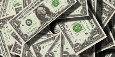 Dólar opera em baixa com força do exterior e Fed em pauta