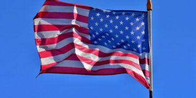 China diz que EUA violam leis de mercado ao proibir investimentos