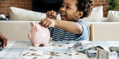Educação financeira para crianças: 5 dicas para ensinar seus filhos sobre dinheiro