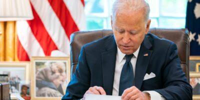 Biden proíbe EUA de investir em 59 empresas chinesas