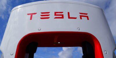 Por que a Bolsa de Valores está premiando as casas automotivas e punindo a Tesla (TSLA34)