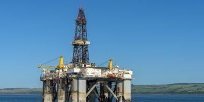 Estoques de petróleo dos EUA tiveram queda acima da estimativa