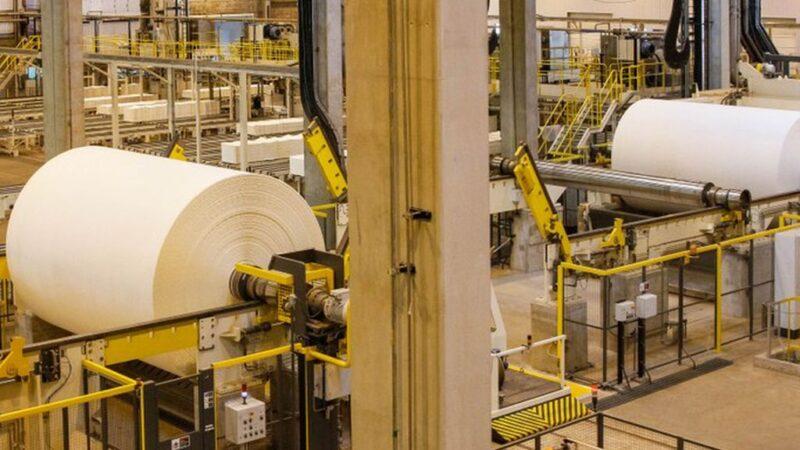 Produção industrial brasileira recua 3,4% em dois meses, afirma IBGE