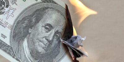 Dólar segue tendência de queda e abre junho caindo 0,80%