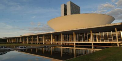 Orçamento: Congresso tenta derrubar vetos de Bolsonaro para manter obras