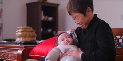 China vai permitir que cada casal tenha três filhos
