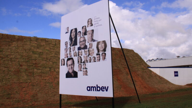 """Balanço da Ambev (ABEV3) """"desce redondo"""" e companhia dispara 6%"""