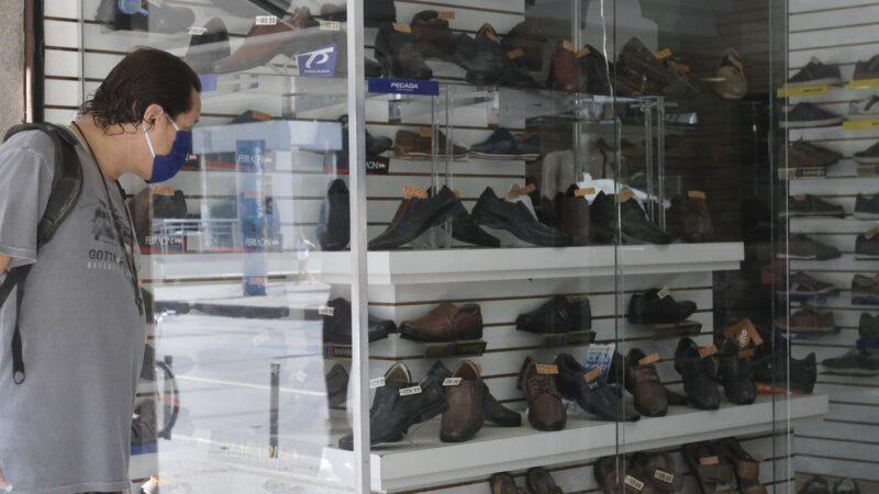 Vendas do varejo caem 0,6% em março ante fevereiro, aponta IBGE