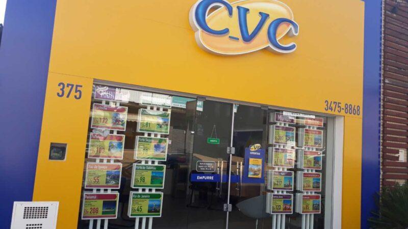 CVC (CVCB3) estuda oferta de ações e visa redução do endividamento