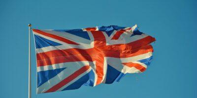 Covid-19: Avanço da variante indiana liga sinal de alerta no Reino Unido