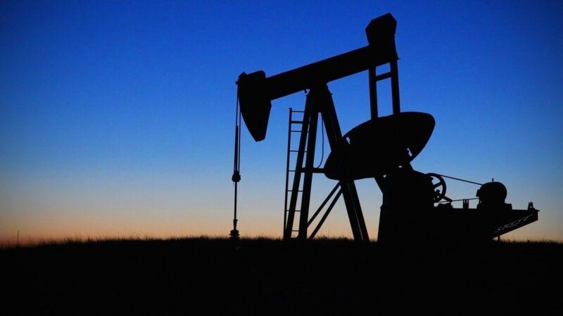 Demanda por petróleo voltará a níveis pré-pandemia no fim de 2022, diz AIE