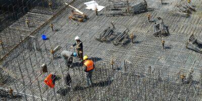 Atividade e emprego continuam em queda na indústria da construção, diz CNI