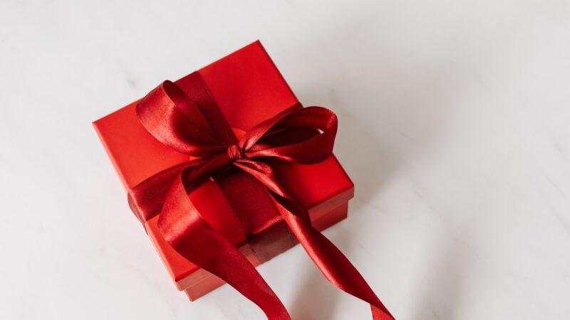 Ações como presente de Dia dos Namorados? Veja 5 escolhas para investir no relacionamento