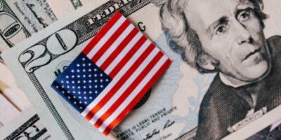 S&P 500 segue no azul e caminha para encerrar a semana no positivo