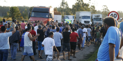 Greve dos caminhoneiros: Confederação de transportes apoia paralisação