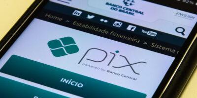 Pix será atualizado para fazer pagamentos em apps de mensagens e compras online, diz BC