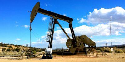 Ibovespa cai forte com agravamento da pandemia e queda do petróleo