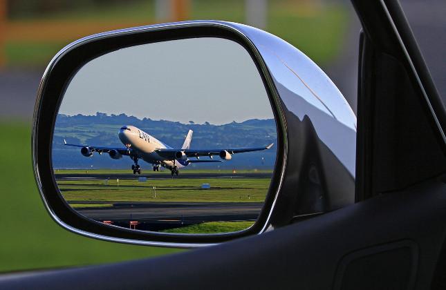 Co zvolíte? Auto či letadlo?