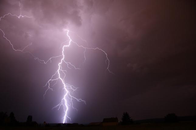 bouřka s bleskem