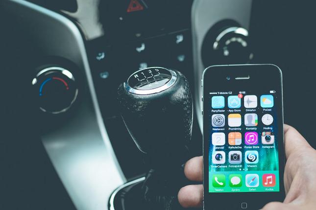 Smartphone za volantem