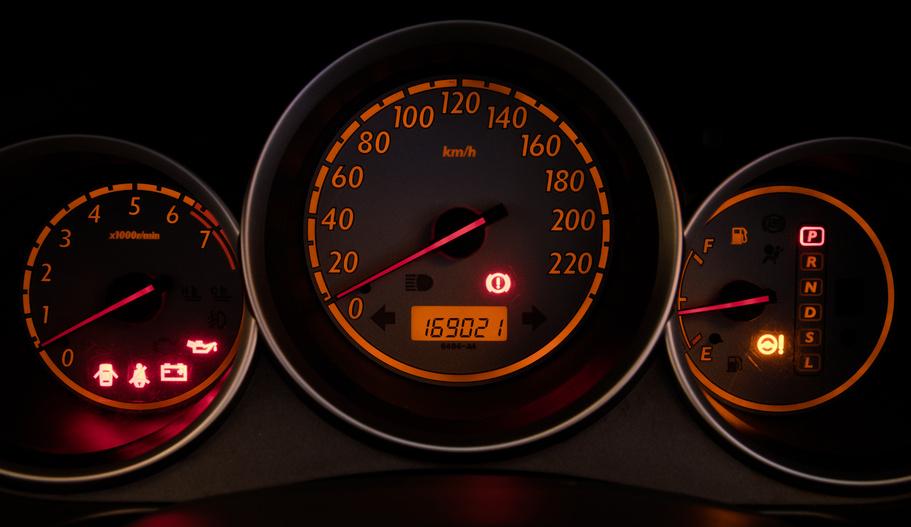 Přetáčení tachometrů u aut