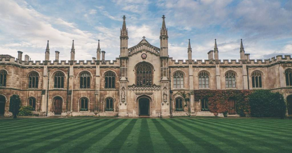 Exploring the Pros and Cons of Studying at an Oxbridge