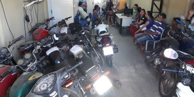 Motos apreendidas ocupam recepção e corredores da Delegacia Regional ... 33448e14c70fd