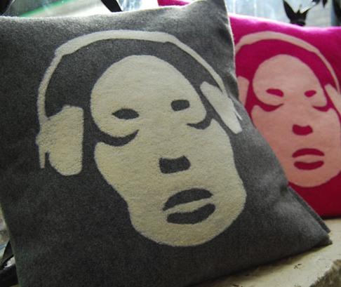 grey-and-cream-headphone-cushion 3