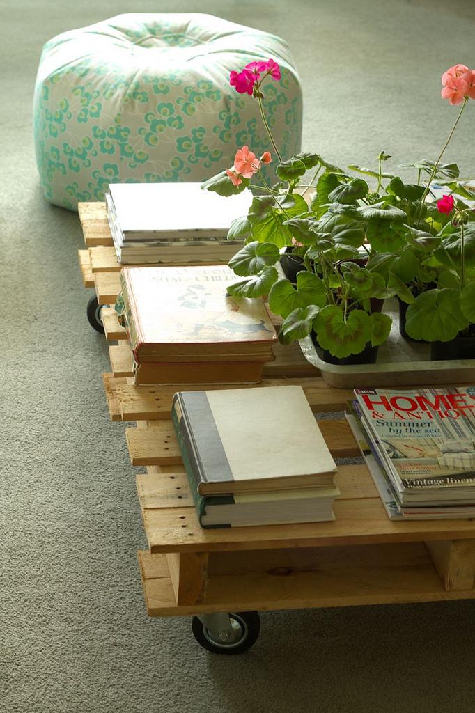 Diy pallet table.