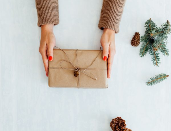 Get your presenst wrapped with these easy gift wrapping ideas.