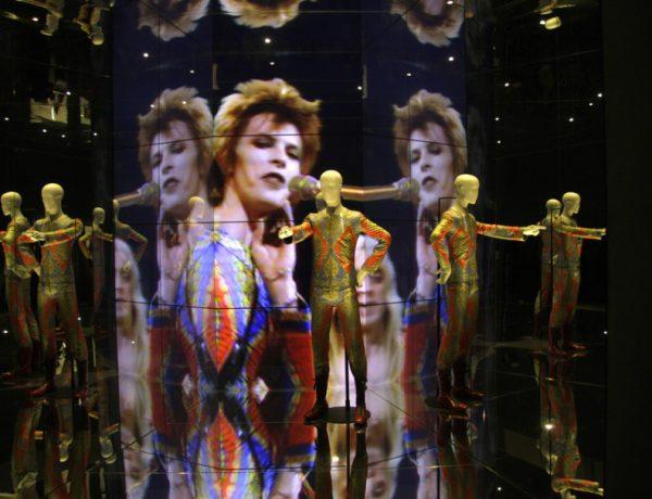 David Bowie likes long hair.