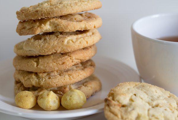 Vegan White Chocolate and Macadamia Nut Cookies Recipe