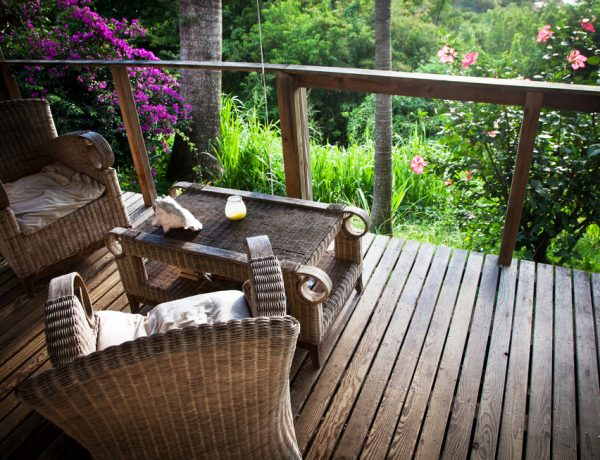 Discover how to decorate your porch with these easy inspirations.