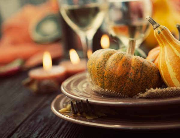 5 Easy Ways to Decorate Your Thanksgiving Table this Year (Without Also Losing Your Mind)