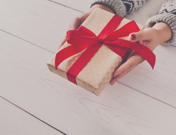 7 Best Holiday Hostess Gifts to Make You a Popular Guest