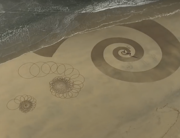 Ever-changing artwork, thanks to the ocean.