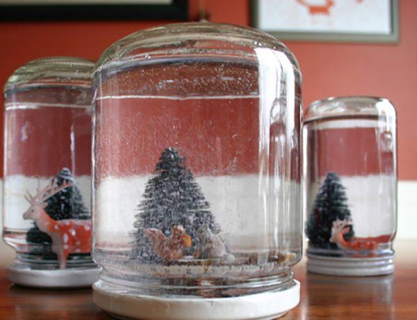 DIY holiday snow globes.