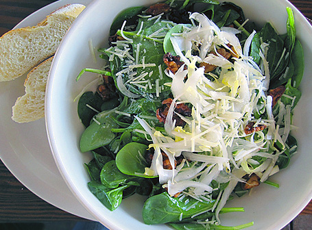Spinach salad with belgian endive and caramelized walnuts